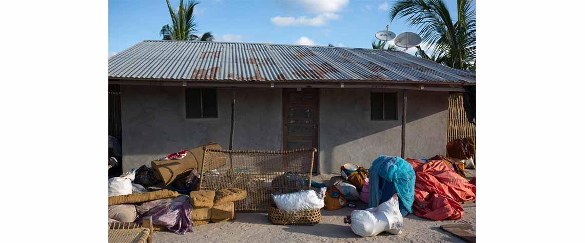 Mantimentos trouxa de alguns dos novos deslocados de guerra em Cabo Delgado